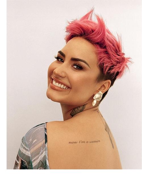 Demi Lovato's Short Crop